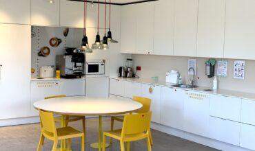 """SOL pagrindiniame biure į virtuvės baldus instaliuotas """"Longopac"""" sprendimas mišrių buitinių bei biologiškai yrančių atliekų kaupimui"""